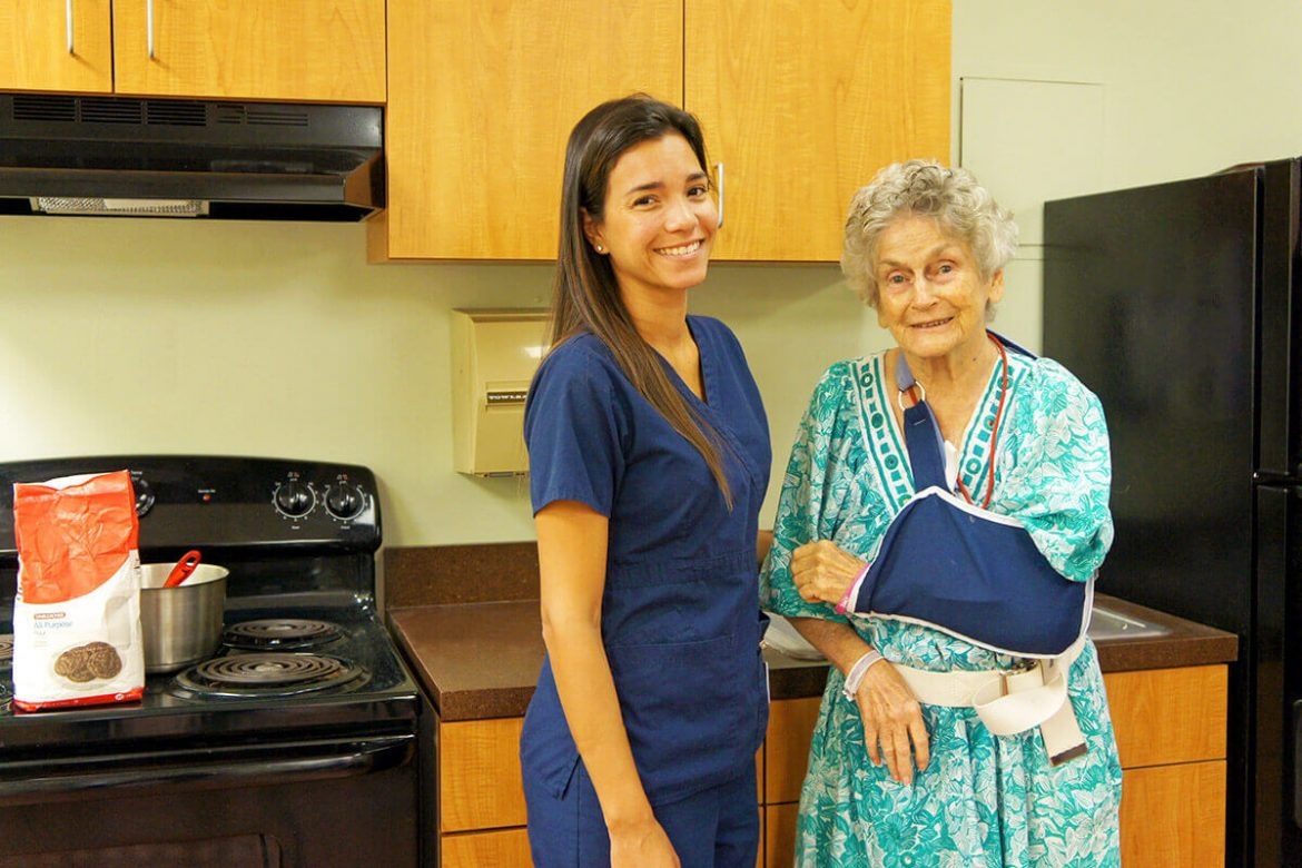 regents-park-jacksonville-nurse-and-patient-kitchen