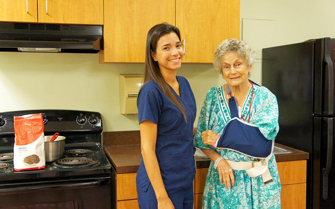 regents-park-jacksonville-nurse-and-patient-kitchen