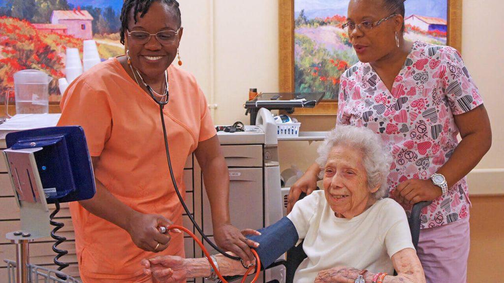 regents-park-jacksonville-patient-02-nurses