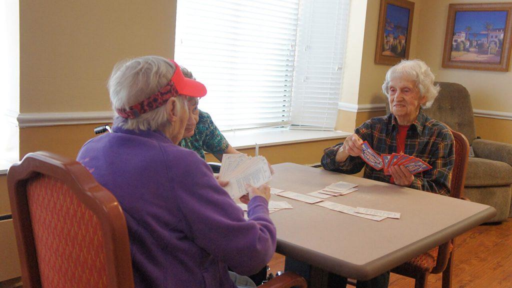 regents-park-jacksonville-patients-playing-cards-03