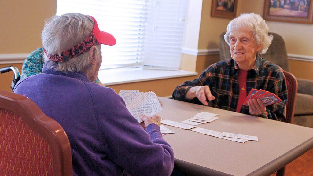 regents-park-jacksonville-patients-playing cards