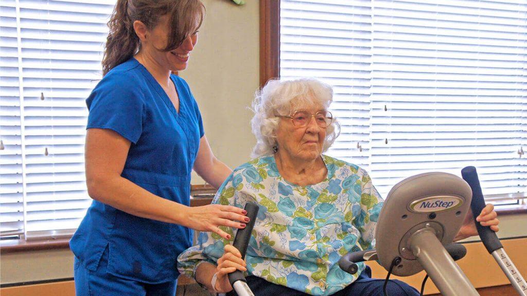 regents-park-jacksonville-physical-therapist-and-patient-02
