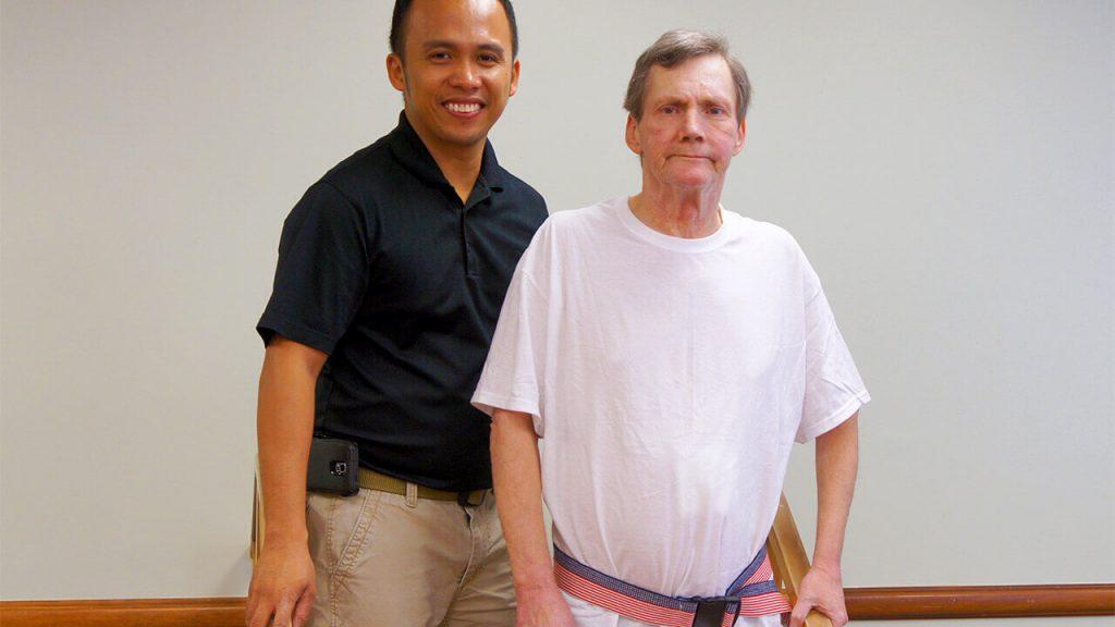 regents-park-jacksonville-therapist-with-patient