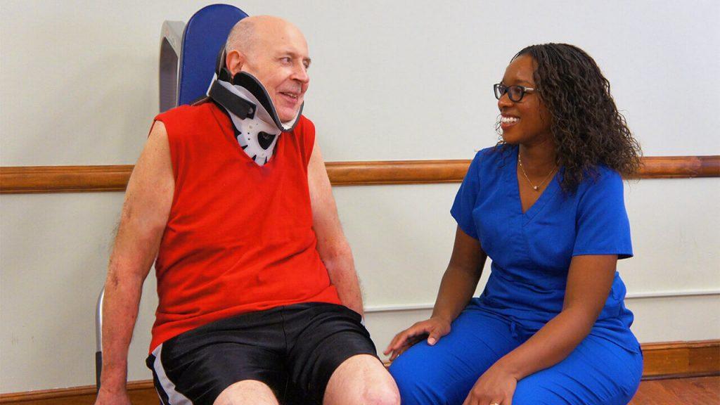regents-park-jacksonville-therapist-with-patient-excercising